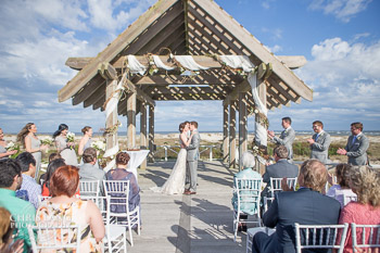 wedding picture at he Shoals Club on Bald Head Island.